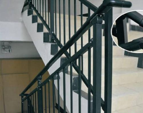 组装楼梯扶手