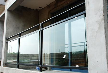 东莞锌钢玻璃护栏